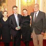 Tin tức trong ngày - Bức hình công khai đầu tiên của Snowden ở Nga