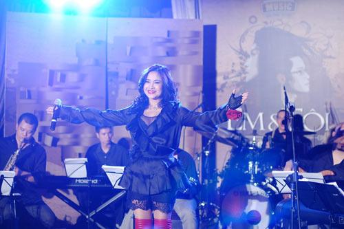 """Diva Thanh Lam mất điểm vì """"hoa lá cành"""" - 5"""