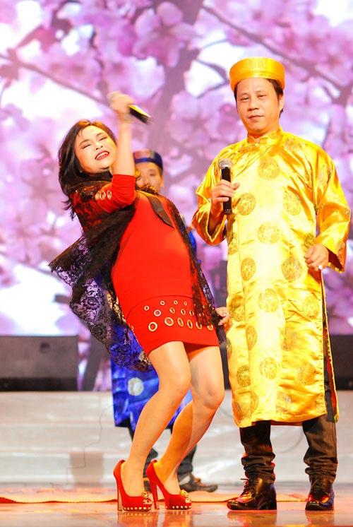 """Diva Thanh Lam mất điểm vì """"hoa lá cành"""" - 11"""