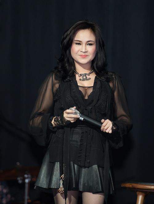 """Diva Thanh Lam mất điểm vì """"hoa lá cành"""" - 13"""