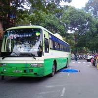 TPHCM: Xe buýt cán chết người