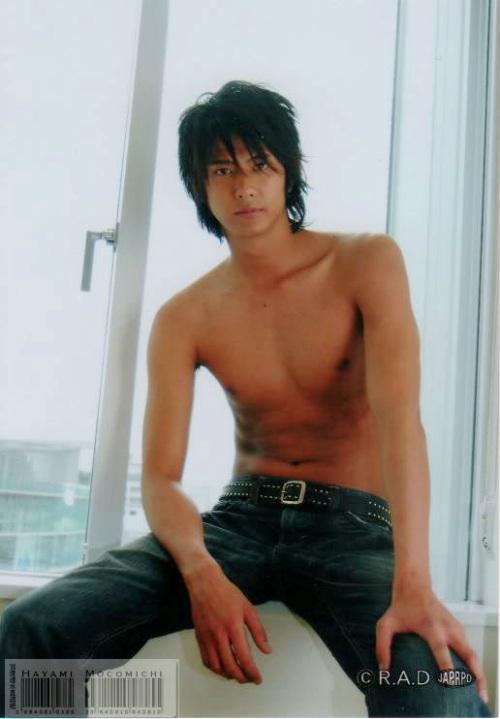 """Sốc: Nam diễn viên Nhật làm """"tú ông"""" - 3"""
