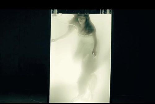Sốt với MV mới của Đinh Hương - 13