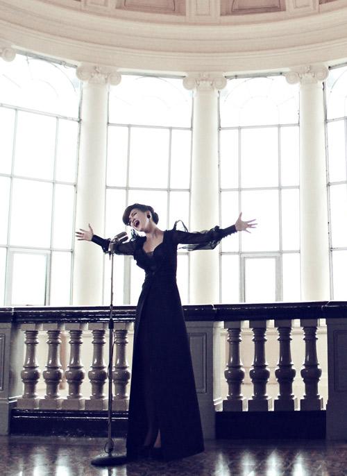 Sốt với MV mới của Đinh Hương - 3