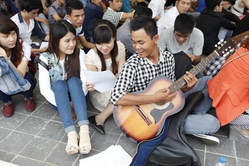 Bão Vietnam Idol đổ bộ TP.HCM - 7