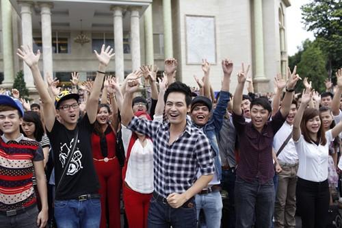 Bão Vietnam Idol đổ bộ TP.HCM - 5