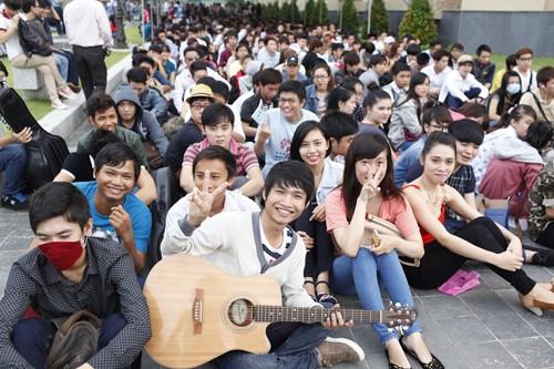 Bão Vietnam Idol đổ bộ TP.HCM - 6