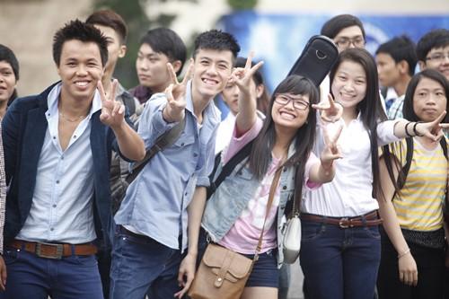 Bão Vietnam Idol đổ bộ TP.HCM - 9
