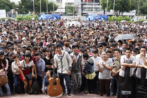 Bão Vietnam Idol đổ bộ TP.HCM - 2