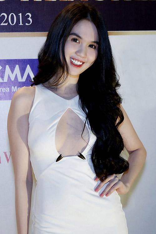 9 chiếc váy níu mắt mày râu Việt - 2