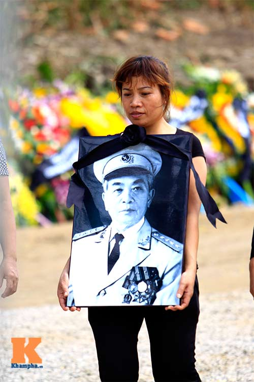 Người dân viếng mộ Đại tướng sau ngày an táng - 4