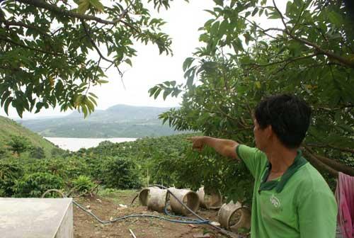 Đất nứt, xé toạc nhà dân cạnh hồ thủy điện - 6