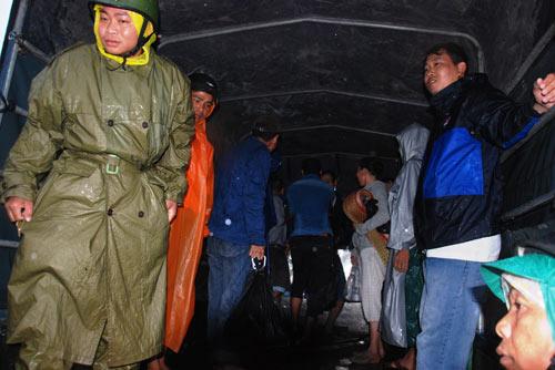 Ảnh: Mưa to, gió lớn bắt đầu tàn phá Đà Nẵng - 2