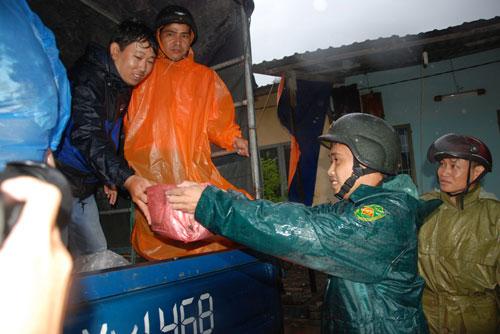 Ảnh: Mưa to, gió lớn bắt đầu tàn phá Đà Nẵng - 7