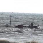 Tin tức trong ngày - 2 tàu cá bị gió lớn đánh chìm