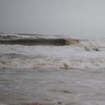 Tin tức trong ngày - Hai em nhỏ bị sóng biển cuốn trôi trước bão