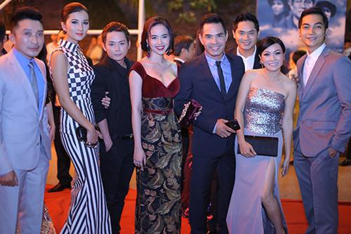 Phương Thanh khoe vai trần trên thảm đỏ - 2