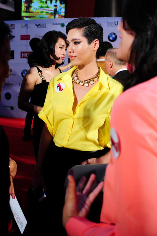 Hoàng My ngó lơ em chồng Hà Tăng - 1