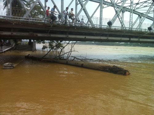 Thừa Thiên Huế: Nước sông Hương dâng cao - 11