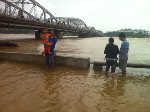 Thừa Thiên Huế: Nước sông Hương dâng cao - 14