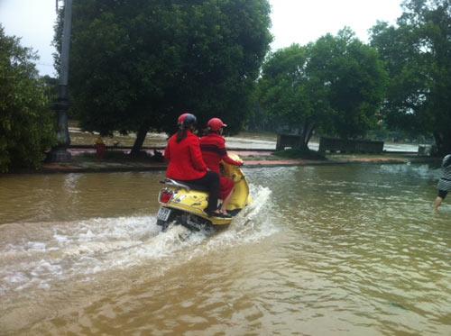 Thừa Thiên Huế: Nước sông Hương dâng cao - 13
