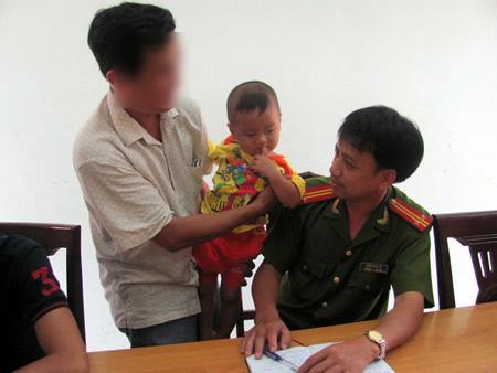 72 giờ truy tìm kẻ bắt cóc bé trai 21 tháng tuổi - 3