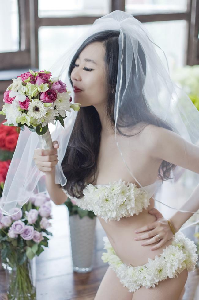 Nu Phạm hóa thân thành cô dâu sexy, gợi cảm