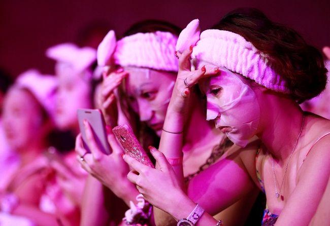 1.213 người cùng nhau xác lập kỷ lục cùng đắp mặt nạ trong thời gian 10 phút tại Đài Loan ngàty 28/7/2013