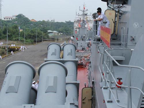 Cận cảnh tàu Pháo-Tên lửa vừa ra mắt của VN - 4