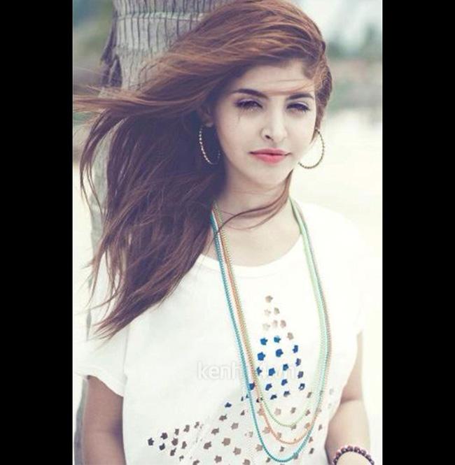 Người mẫu Tây 18 tuổi Andrea sở hữu đường nét gương mặt tự nhiên và khuôn cằm thon gọn.