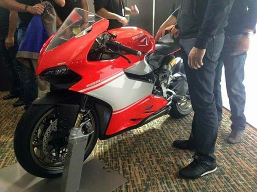 "Ducati 1199 Panigale R Superleggera lộ ảnh ""nóng"" - 1"