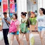 Thị trường - Tiêu dùng - Hàng hóa ồ ạt giảm giá