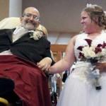Sức khỏe đời sống - Dự lễ cưới bằng xe cứu thương