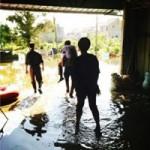 Tin tức trong ngày - TQ: Quan cưỡi lưng dân đi kiểm tra lũ lụt