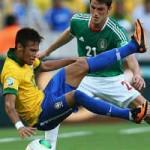 """Bóng đá - """"Câu"""" thẻ giỏi như Rooney, Neymar, CR7…"""