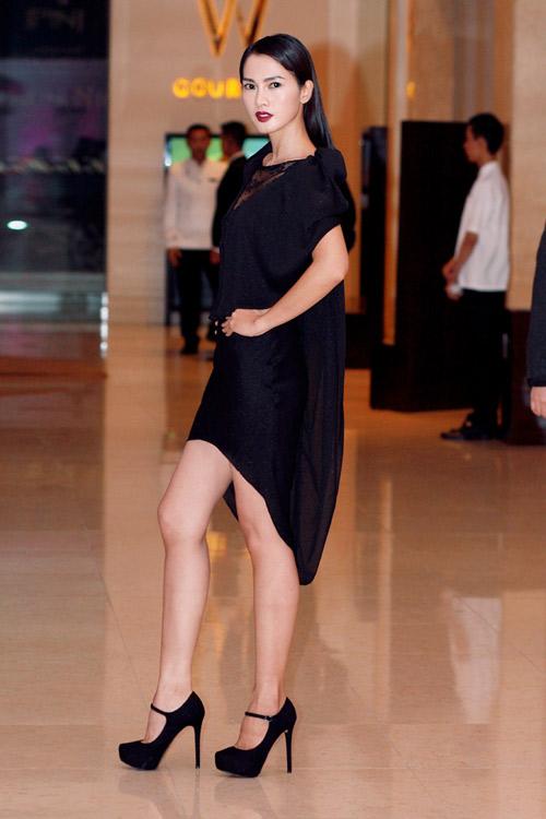 Anh Thư rườm rà với váy đen - 2