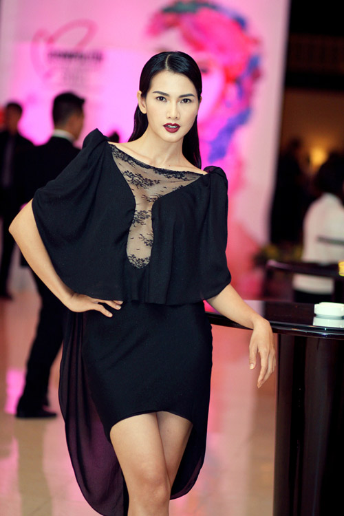 Anh Thư rườm rà với váy đen - 3
