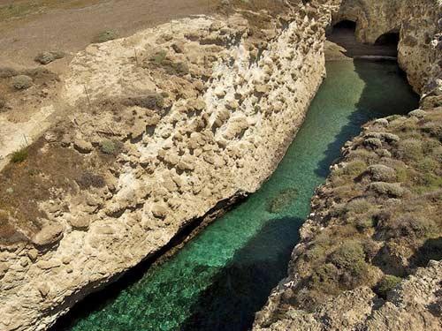 Bãi biển trong... hang động ở Hy Lạp - 2