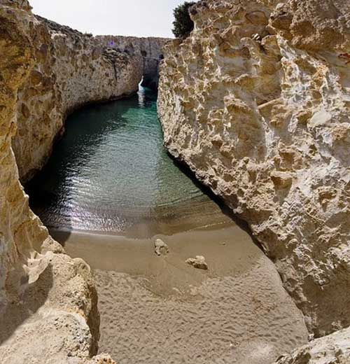 Bãi biển trong... hang động ở Hy Lạp - 3