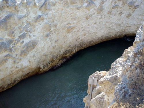 Bãi biển trong... hang động ở Hy Lạp - 5
