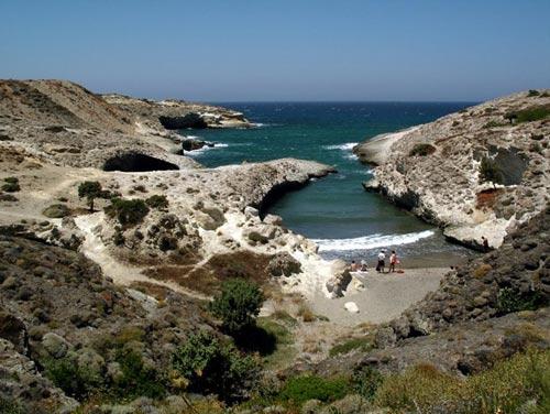 Bãi biển trong... hang động ở Hy Lạp - 6