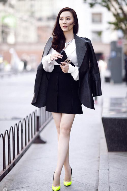 Phụ nữ U40 nên mặc gì tiết trời này? - 12