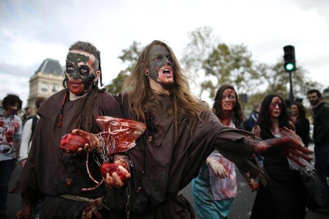 Mục đích của ngày Zombie Walk nhằm quyên góp tiền từ thiện cho những tổ chức người vô gia cư.