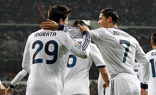Fan Real mơ Ronaldo đá cặp Morata - 2