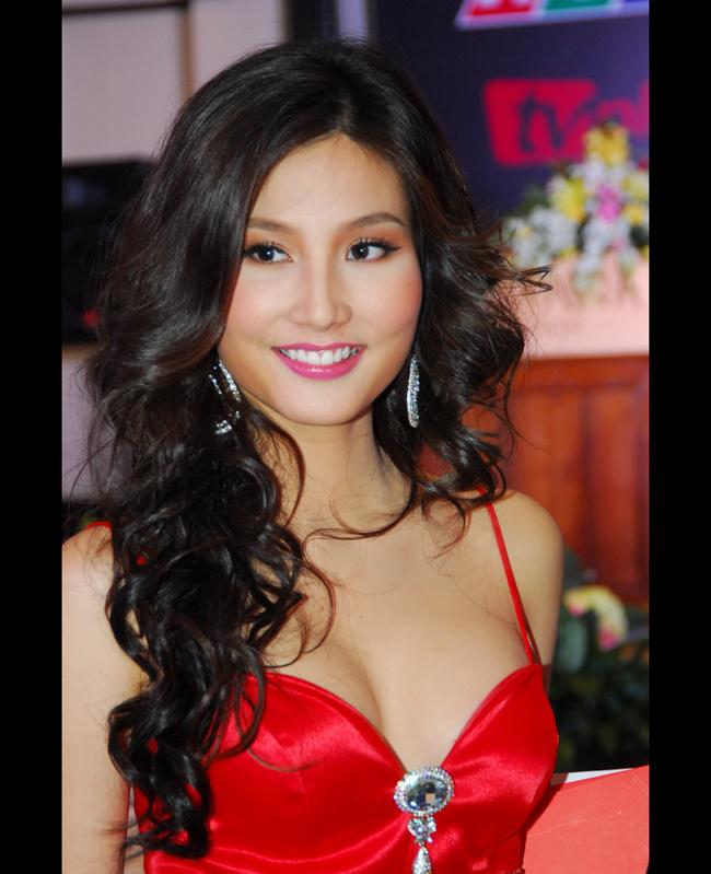 cô được xem là nữ diễn viên trẻ được yêu thích và sáng giá của màn ảnh.