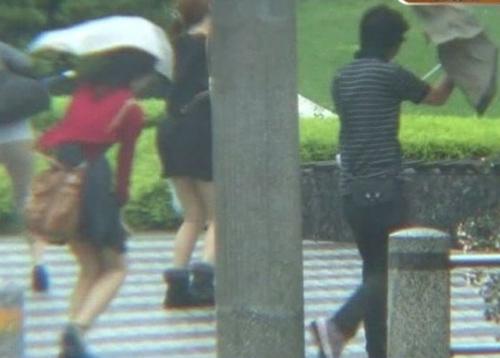 """Phụ nữ Nhật bị lợi dụng """"điểm nhạy cảm"""" - 7"""