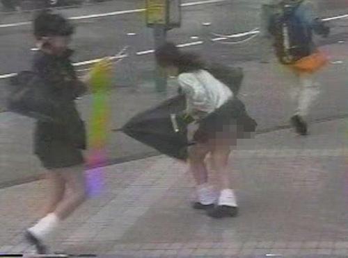 """Phụ nữ Nhật bị lợi dụng """"điểm nhạy cảm"""" - 11"""