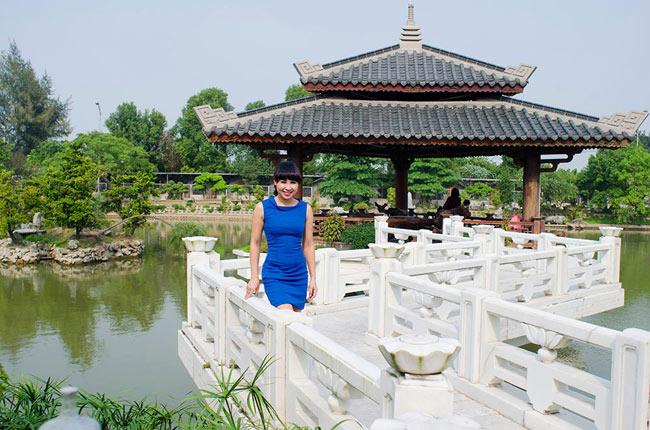 Được sự hỗ trợ tích cực cả về vật chất lẫn tinh thần của ông xã cộng với tình yêu nghề nên ca sĩ Khánh Ly - Giải Nhì Tiếng hát Truyền hình Hà Nội 2006, Giải 3 dòng nhạc Thính phòng Sao mai 2011 đã quyết tâm thành lập Trung tâm đào tạo âm nhạc mang tên Serenade.art tại Hà Nội.