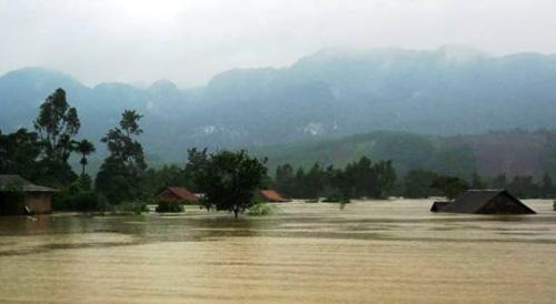 Quảng Bình: Hàng vạn ngôi nhà bị lũ nhấn chìm - 6