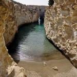 Du lịch - Bãi biển trong... hang động ở Hy Lạp